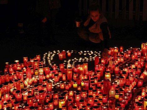 BILANŢUL TRAGIC al incendiului din Colectiv continuă să crească: Numărul deceselor a ajuns la 44