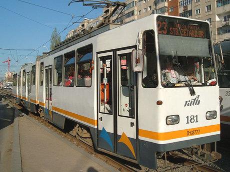 Linia 23 nu se suspenda, dar circula deviat