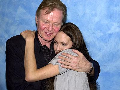 Angelina Jolie si tatal ei, Jon Voight