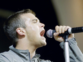 Robbie Williams, live la The Light Cinemas