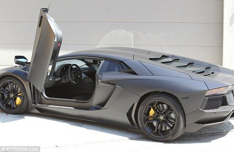 Un cadou pe care mulți ar dori să-l primească: Lamborghini Aventador
