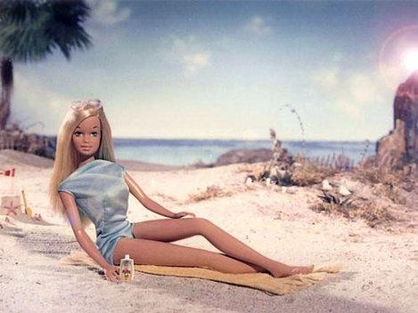 E imposibil pentru o femeie să arate ca păpuşa Barbie