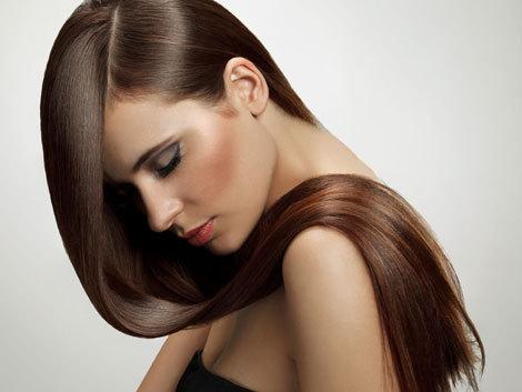 6 motive să îţi speli părul cu miere
