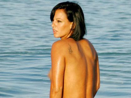 Nereida Gallardo se distreaza fara Ronaldo, topless (FOTO)