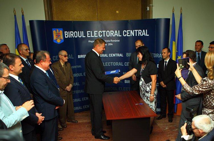 Klaus Iohannis şi-a depus candidatura la Biroul Electoral Central