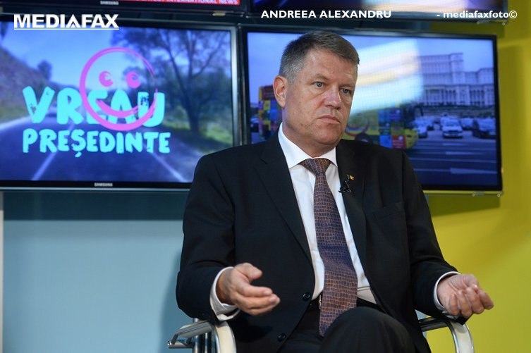 """""""Ghinion!"""" Klaus Iohannis, răspunzând la întrebarea dacă un profesor îşi permite să-şi cumpere şase case"""