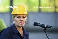Udrea şi-a prezentat programul de candidat la fosta uzină Republica, în salopetă şi cu cască pe cap
