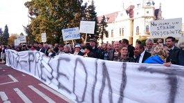 Contramanifestaţii PSD după protestele pentru un vot corect în diaspora. Braşov, primul oraş unde activiştii de partid s-au întâlnit faţă în faţă cu protestatarii