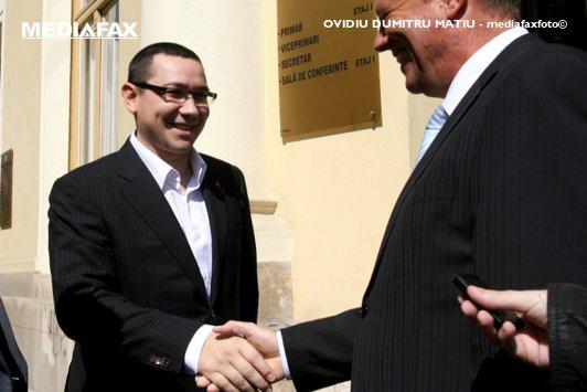 ULTIMUL SONDAJ de dinaintea turului 2. Câte voturi obţin Ponta şi Iohannis