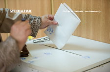 Peste 225.000 de tineri de 18 ani şi peste 2.600 de centenari sunt aşteptaţi la vot