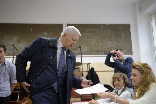 """Ministrul de Externe Teodor Meleşcanu, despre votul din diaspora: """"Nu e nimeni vinovat. Sunt extraordinar de mulţumit. Au votat de 3,5 ori mai mulţi oameni"""""""