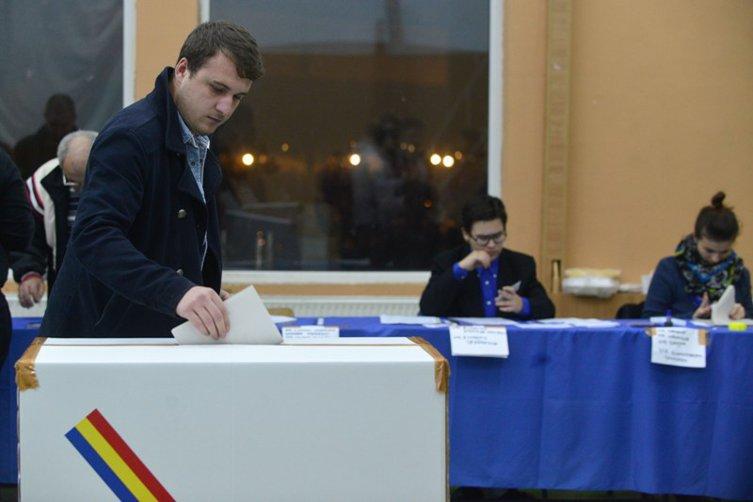 Prezenţă la vot istorică - aproape 11,5 de milioane de alegători au votat