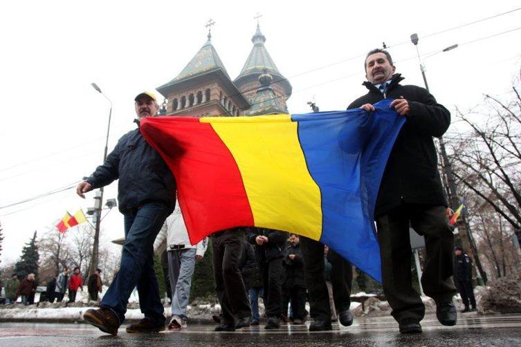Preşedintele ales Iohannis participă la parada de 1 Decembrie la Alba Iulia, iar premierul Ponta şi preşedintele Băsescu la Bucureşti
