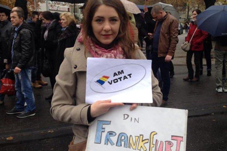 """1 DECEMBRIE. Scrisoare din Frankfurt pentru România de mâine. """"Şi noi suntem români, şi noi ne iubim ţara mai mult decât alţii care se hrănesc din ea"""""""