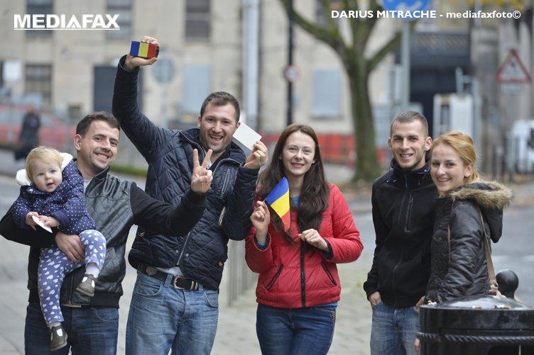 Diaspora şi preşedintele din online. Cât contează votul românilor din străinătate