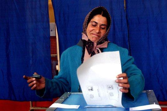 """Cine a votat în ultimii 5 ani. Jumătate dintre judeţele """"fruntaşe"""" la vot, în topul celor cu cei mai mulţi şomeri sau asistaţi social"""