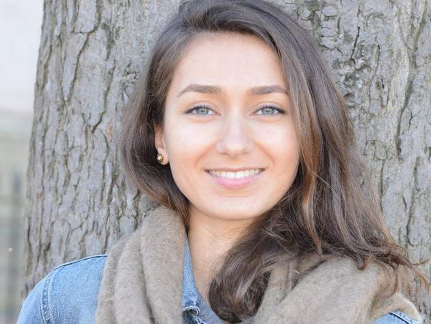 """""""Duminică, am trăit şi altceva pe lângă dezgustul unei false democraţii"""". Ce a găsit Gabriela, studentă la Sorbona, la coada românilor care voiau să voteze în Paris"""