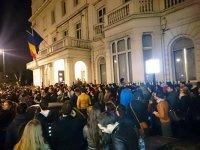 Cum a fost îngreunat procesul de votare din străinătate. Studenţii români din diaspora vor să ştie cine sunt vinovaţii