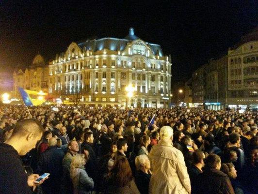 """Fiţi eroi în turul doi!"""". Mii de români au ieşit în stradă în Cluj, Timişoara, Iaşi, Constanţa, Oradea şi Bucureşti pentru UN VOT CORECT ÎN TURUL DOI"""