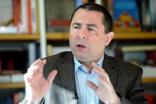 """Avertismentul disidentului polonez Bronisław Wildstein pentru românii care nu votează: """"O să rămâneţi obiecte pasive în mâinile acestor oameni, care numai la interesul vostru nu se gândesc"""""""