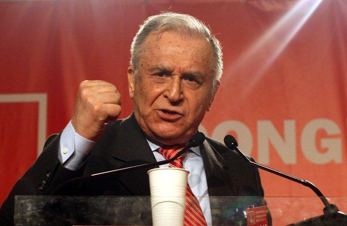 SONDAJ. Ar trebui să se retragă Ion Iliescu din viaţa politică? VOTEAZĂ