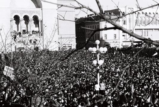 19 decembrie. Timişoara a intrat în grevă, iar Armata în cazărmi
