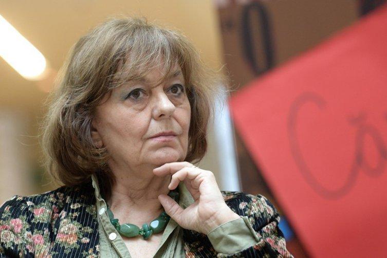 """Prima întâlnire a poetei Ana Blandiana cu Ion Iliescu, în decembrie 1989. """"Atunci am înţeles că oameni ca Doina Cornea şi ca mine erau acolo să fie puşi în vitrină"""""""