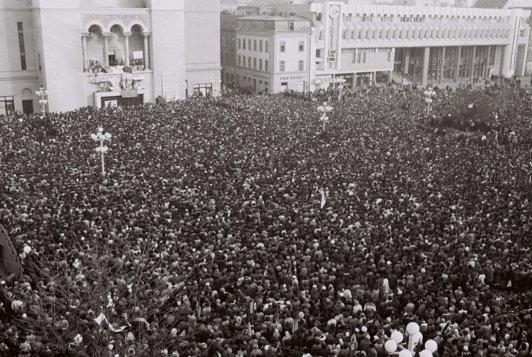20 decembrie 1989. Ziua în care, la Timişoara, revoluţionarii ies în balconul Operei. Lorin Fortuna şi Claudiu Iordache anunţă înfiinţarea Frontului Democratic Român