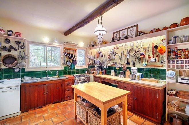 În bucătăria Juliei Child. De acum poţi găti chiar în celebra La Pitchoune din Provence