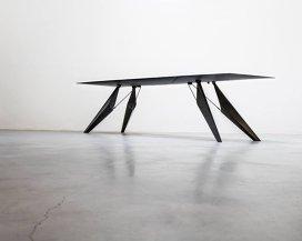 Massimo Bottura iubeşte masa viitorului: îţi păstrează mâncarea caldă, băutura rece şi îţi încarcă telefonul