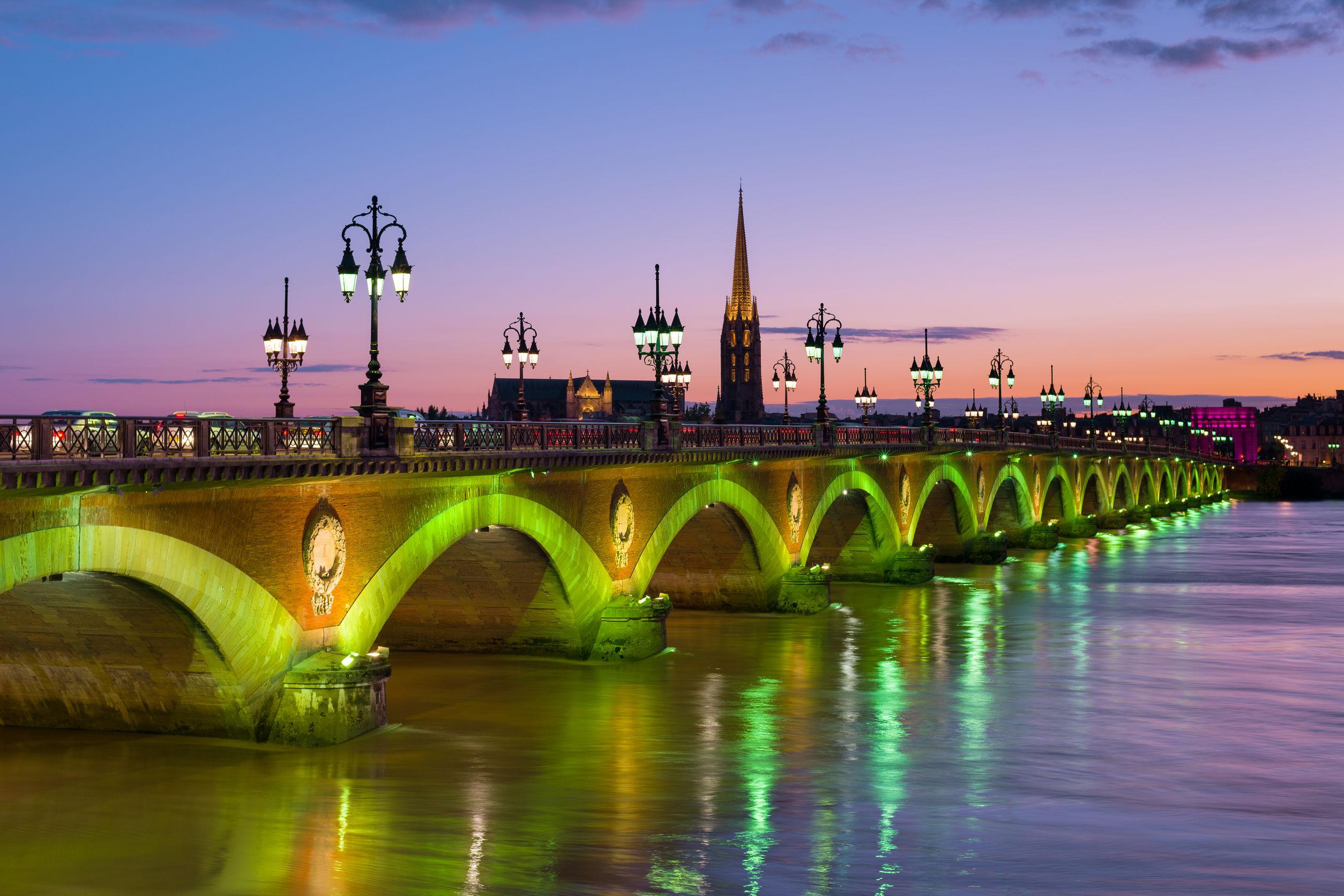 Bordeaux este noua destinaţie culinară a Franţei, încadrată de un proaspăt
