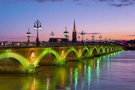 """Bordeaux este noua destinaţie culinară a Franţei, încadrată de un proaspăt """"Guggenheim al vinurilor"""""""