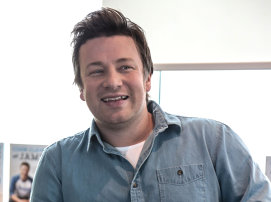 Jamie Oliver stârneşte furia fanilor şi a criticilor. Cu cine a semnat un contract de 11 milioane lire sterline