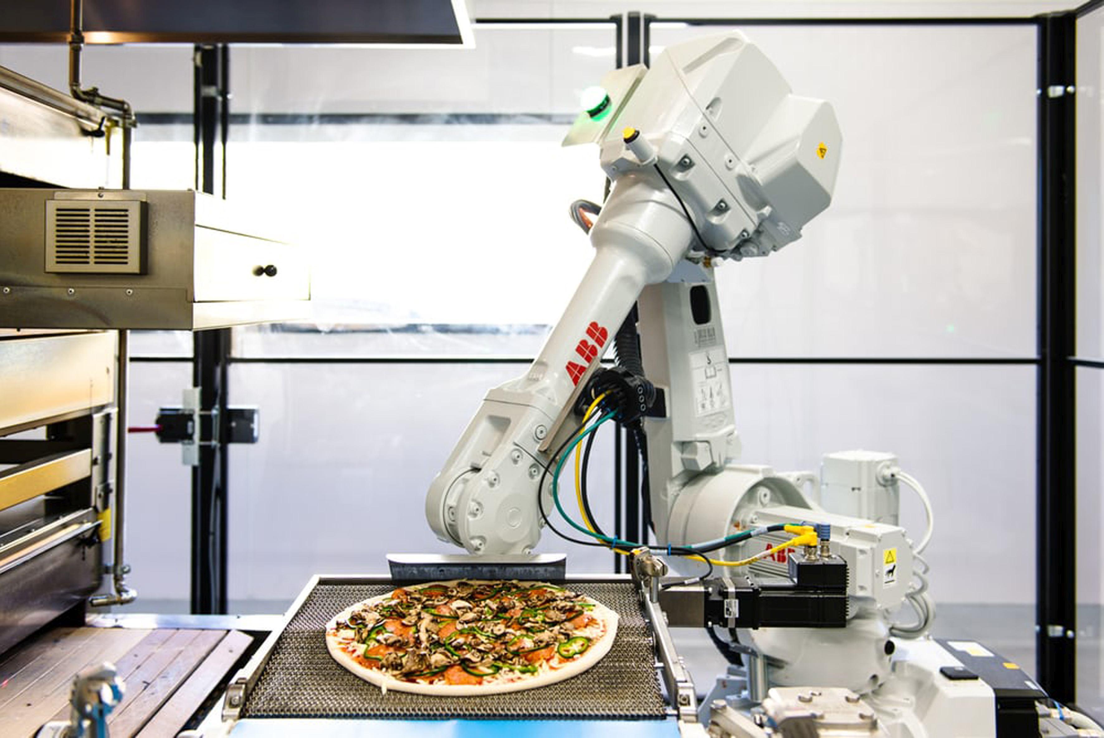 Pizza coaptă direct în camioneta de livrare. Business-ul care vrea să cucerească o piaţă de 38 mil. dolari