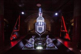 Unice în lume şi un preţ pe măsură. Penfolds şi Saint Louis scot pe piaţă decantorul de cristal şi vinul Grange Imperial 2012