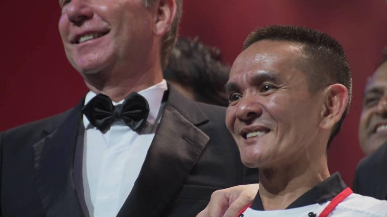 Primul vânzător ambulant din Singapore, recompensat cu râvnita stea Michelin, îşi deschide un lanţ de restaurante în Asia