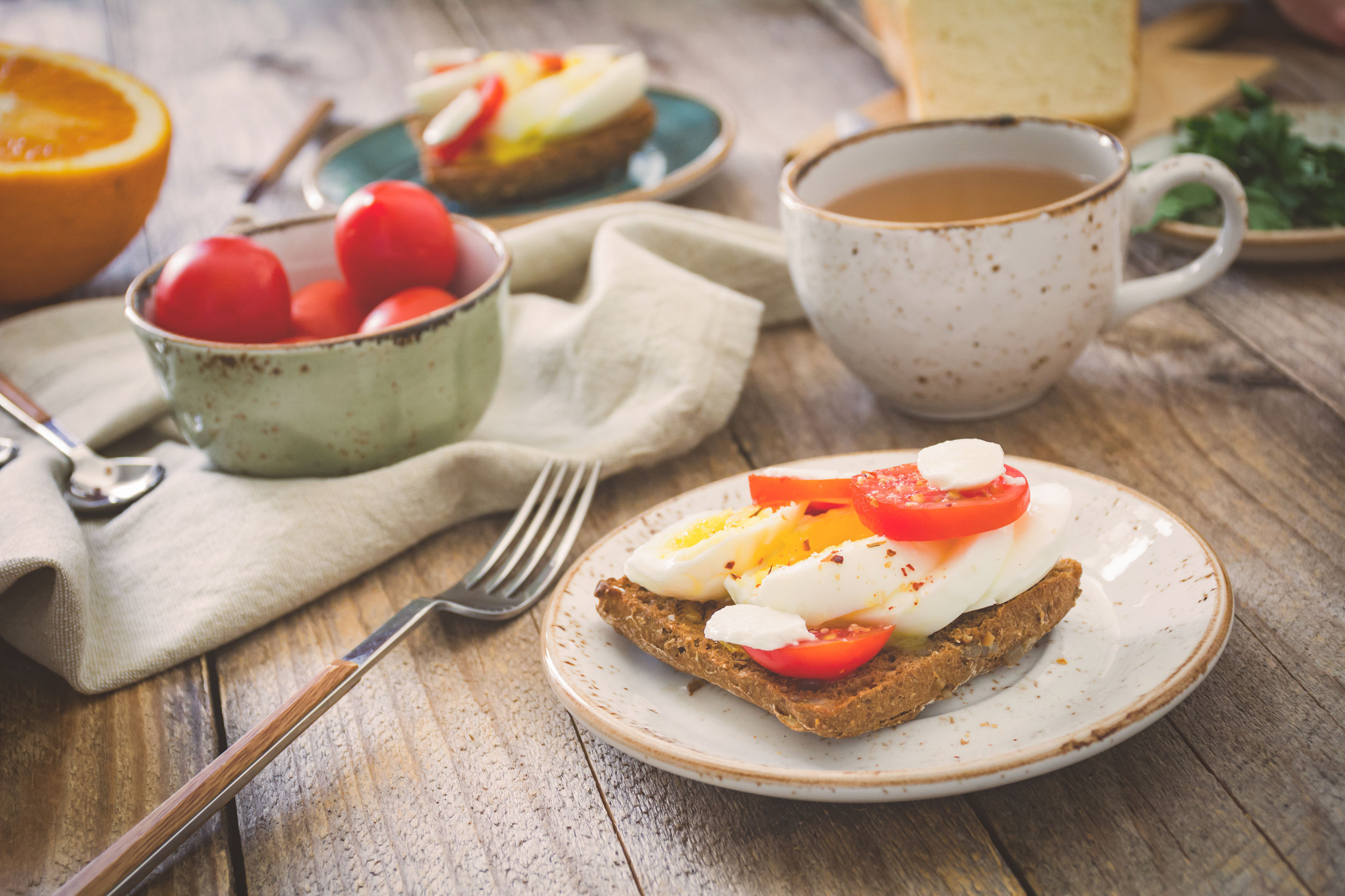 Cât cheltuie în medie un român pentru micul dejun şi ce preferă să mănânce şi să bea