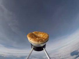 O plăcintă cu carne şi cartofi, trimisă în spaţiu pentru a se coace