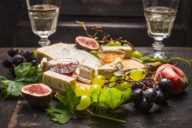 Cum potriveşti corect brânza cu vinul pentru un gust desăvârşit