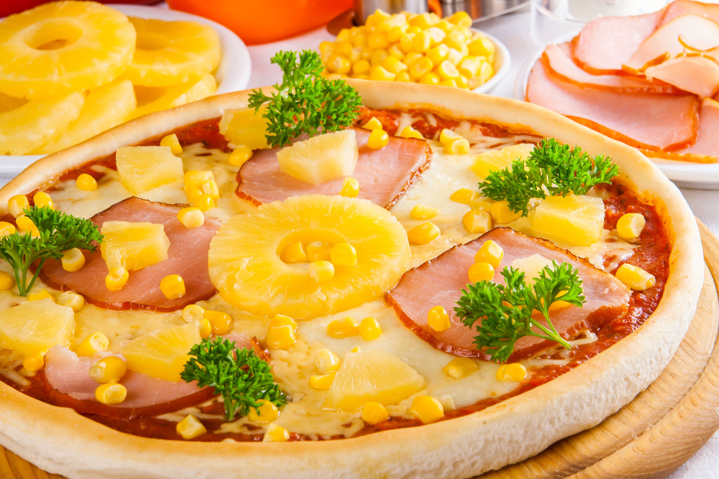 Preşedintele Islandei şi-ar dori să interzică ananasul ca topping pentru pizza