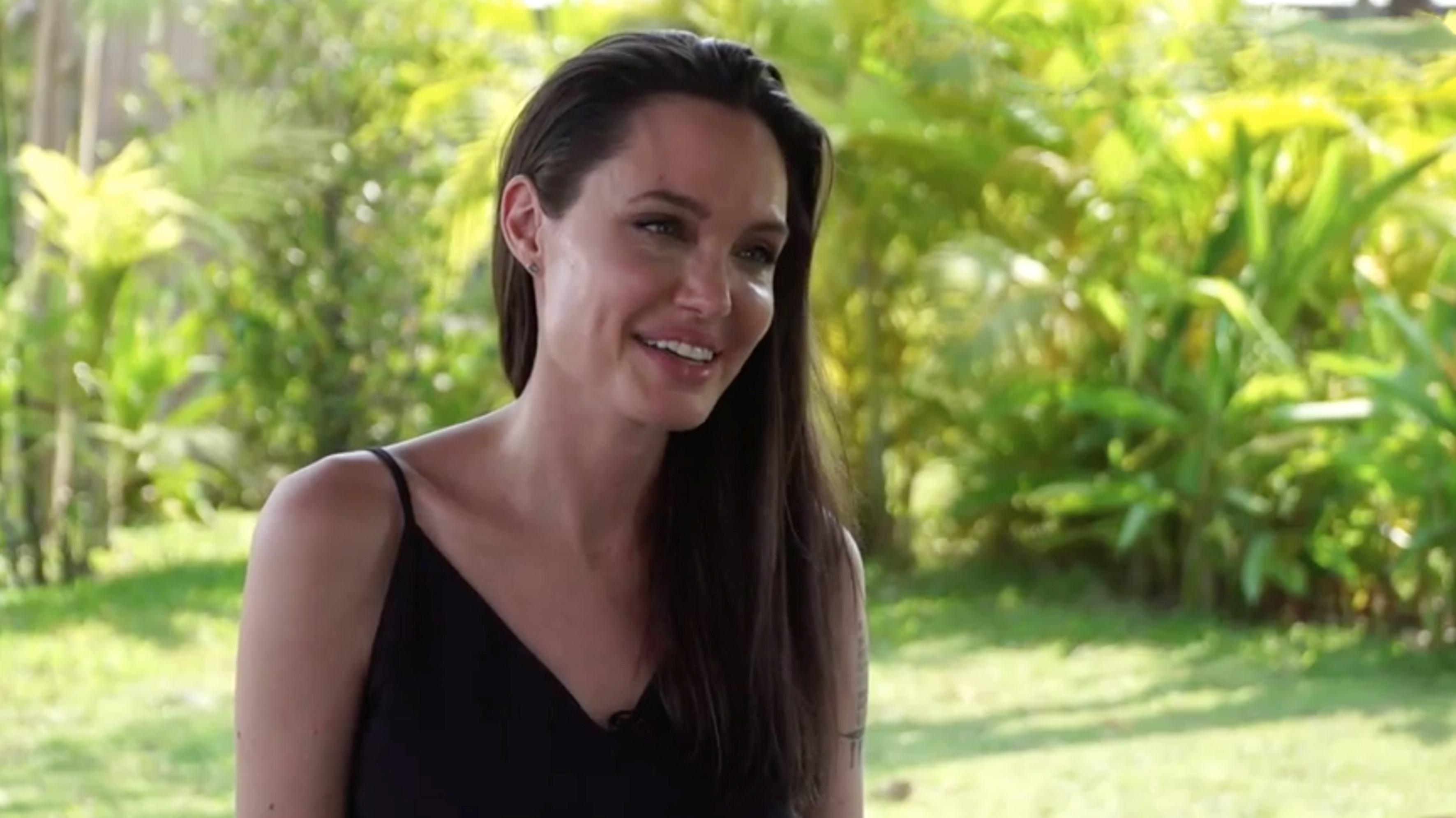 Angelina Jolie a gătit şi mâncat tarantule şi greieri. Două miliarde de oameni includ insectele în dieta lor zilnică