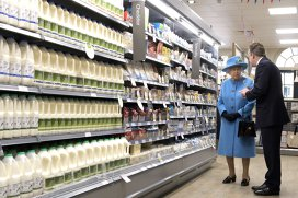 Prăjitura pe care Regina Marii Britanii o mănâncă în fiecare zi, inclusiv când pleacă în călătorii