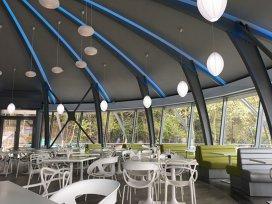 """O experienţă """"intergalactică"""". Primul restaurant autogrill din România, inaugurat pe DN 1, într-o clădire futuristă de tip OZN"""