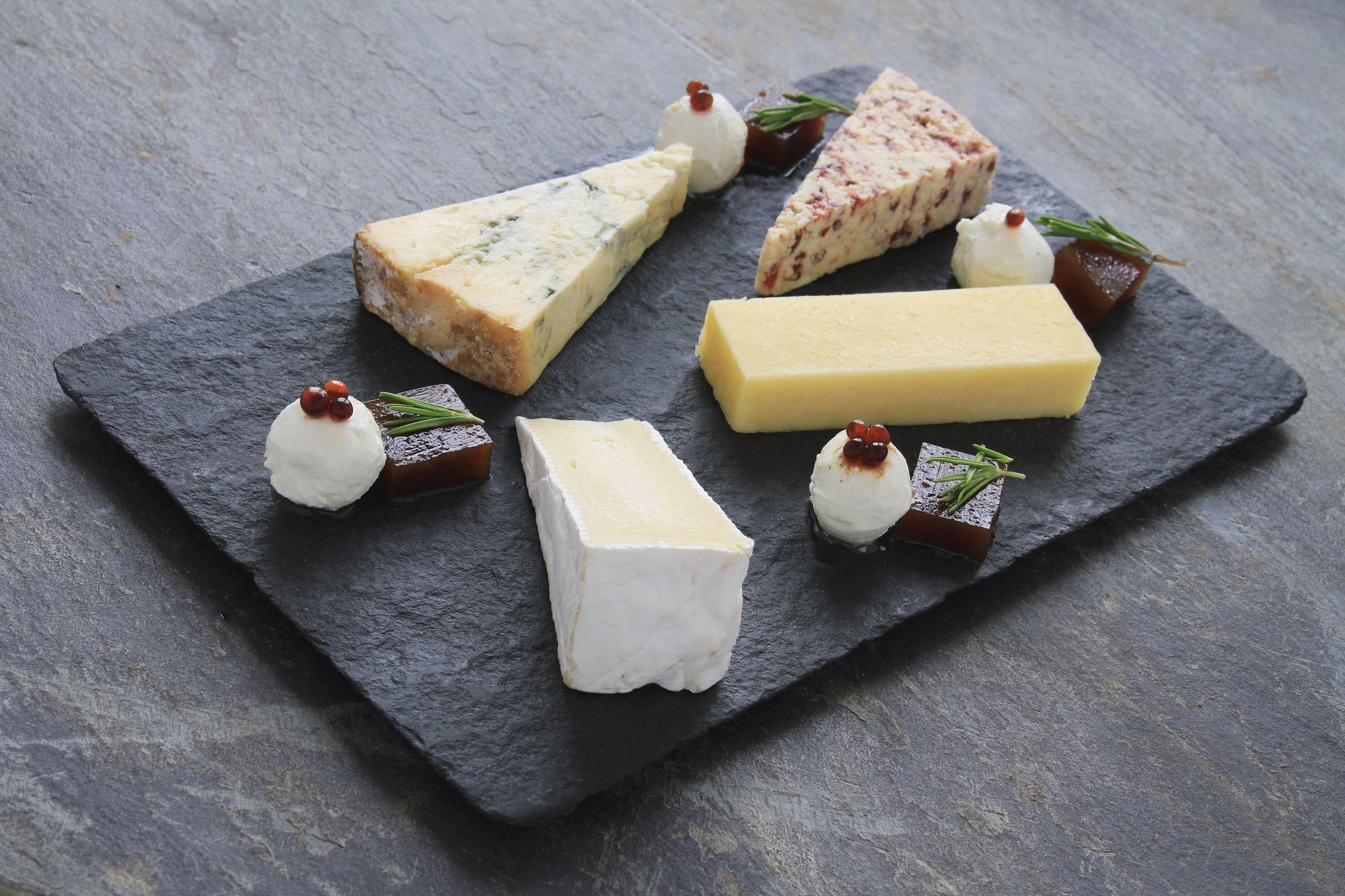 De ce este indicat să mănânci brânză. 5 beneficii uriaşe