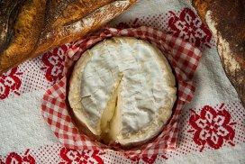A doua cea mai populară brânză din Franţa, şi una dintre cele mai cunoscute şi îndrăgite la nivel mondial, ar putea dispărea de pe piaţă