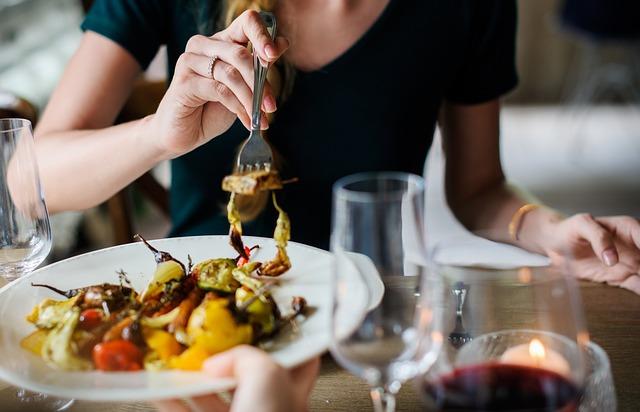 18 cele mai scumpe oraşe din lume pentru a lua cina la restaurant