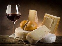 Motivul pentru care brânzeturile dispar din magazinele englezilor