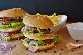 Studiu: Mâncarea de la fast-food ne apără de cancer