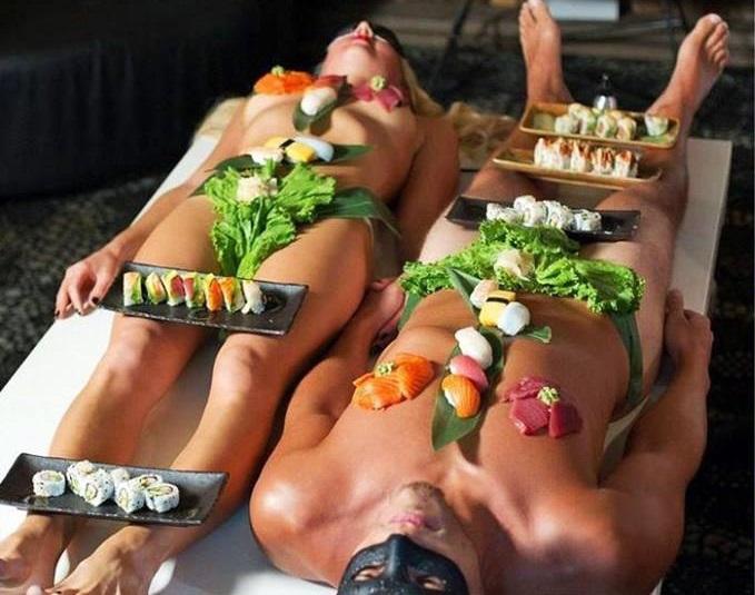 Restaurantul unde mănânci direct de pe pielea ospătăriţei (VIDEO)