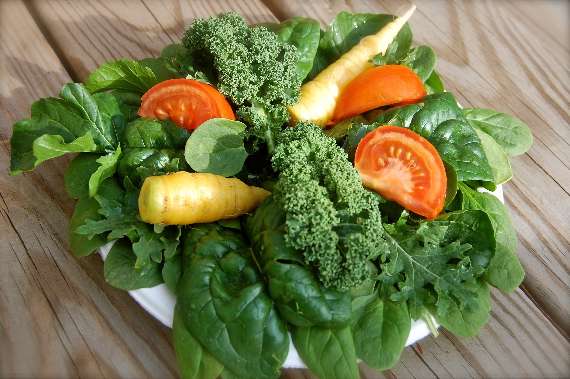 Salata verde, obligatorie în meniul vârstnicilor